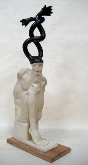 L'homme infini (ht 47,5 cm X 20 X 12 céramique & bronze /socle bois)