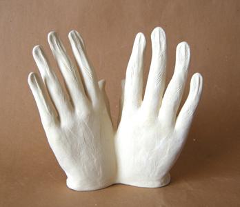 Mains blanches (Ht 17 X 10 X 18 cm Céramique blanche)