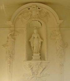 Notre-Dame de Pareloup Lien vers: http://www.terrus.fr/uploads/TerrusSculptureMarcRestauration/pareloup1_20080511072819_20080511072856.pdf